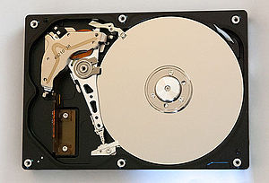 ExcelStor Technology - Mechanism of an ExcelStor 80 GB hard disk manufactured in 2004