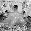 Exterieur overzicht binnenplaats met kazematten en zicht op middengang - 20000527 - RCE.jpg
