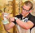 Fabian Hambüchen stiftet Objekte für das Deutsche Sport & Olympia Museum-4940 (cropped).jpg