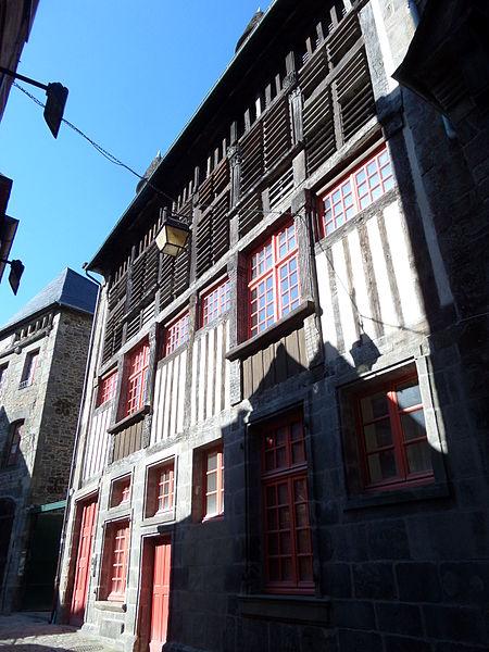 File:Facade du 51 rue du Petit Fort.JPG Исторические памятники Динана, достопримечательности Динана, фотографии Динана