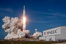 Il Falcon Heavy nel suo lancio inaugurale.