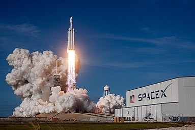 Falcon Heavy Demo Mission (40126461411).jpg