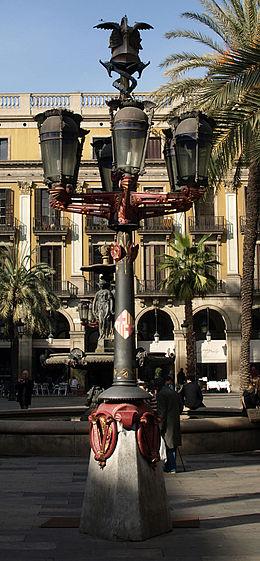 lampadaires de la place royale de barcelone un des premiers projets de gaud