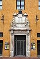 Ferrara, palazzo comunale, portale dell'ex-cappella di corte, 1476.jpg