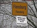 Flensburger Ortsschild, Schleswiger Str Richtung Jarplund und Schild Wildvogel Geflügelpest Beobachtungsgebiet (2017), Bild 2.jpg