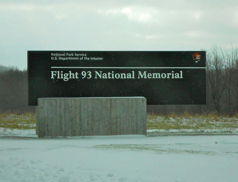 https://upload.wikimedia.org/wikipedia/commons/thumb/8/85/Flight93MemorialSign.jpg/800px-Flight93MemorialSign.jpg