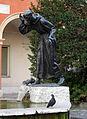 Fontana di San Francesco a Modena con piccione.jpg