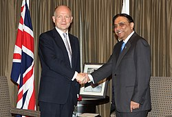 Foreign Secretary William Hague meeting President Asif Ali Zardari of Pakistan in London, 30 June 2011. (5888360774)