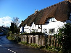 Fyfield - Thatched Cottage - geograph.org.uk - 1136297.jpg