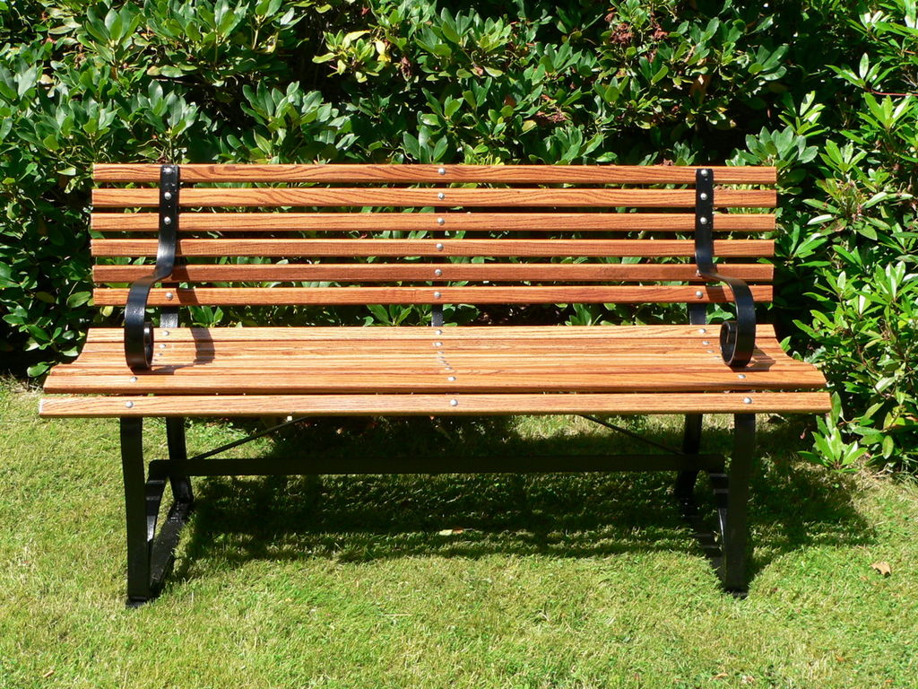 File garden bench wikimedia commons Cheap outdoor bench