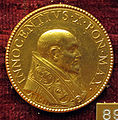 Gaspare morone, medaglia di innocenzo X, 1647, oro.JPG