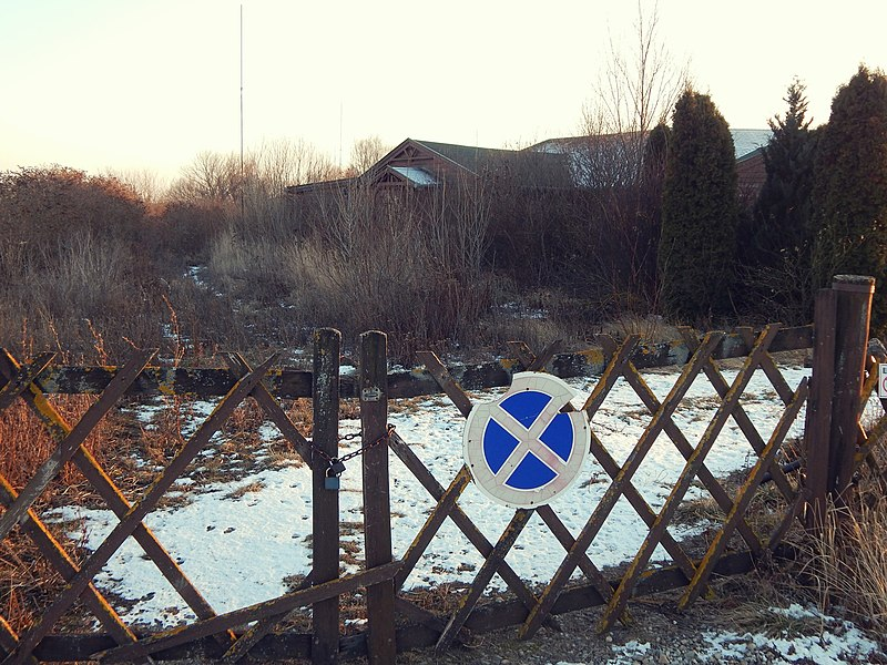 File:Gate (201068127).jpeg