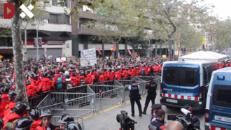 2017 Catalan general strike - Image: General Strike in Barcelona in front of the headquarters of the Spanish Popular's Party