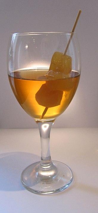 Ginger wine - Image: German Ginger wine with stem ginger decoration 3