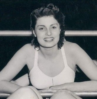 Gloria Callen - Callen in 1942