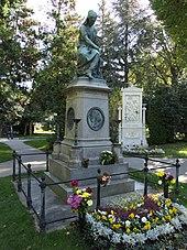 Grabdenkmal für Mozart auf dem Wiener Zentralfriedhof (Quelle: Wikimedia)