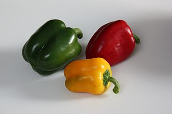 English: Green, yellow and red bell peppers fr...