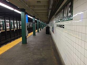 Greenpoint Avenue (IND Crosstown Line) - Queens bound platform