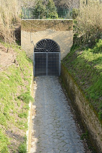 Grotta di Cocceio - Grotta di Cocceio - Cumae-side entrance (via Arco Felice Vecchio, Pozzuoli)