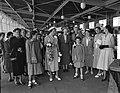 H.M. de Koningin bezoek Nederlandse Vereniging van Huisvrouwen Hilversum, Bestanddeelnr 906-5245.jpg