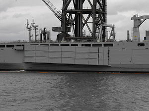 HMAS Choules mexeflote.jpg