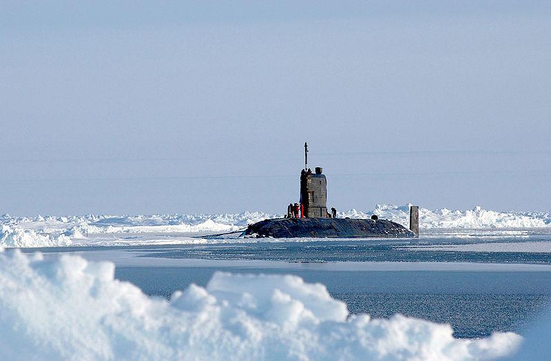 File:HMS Tireless, North Pole 2004.jpg