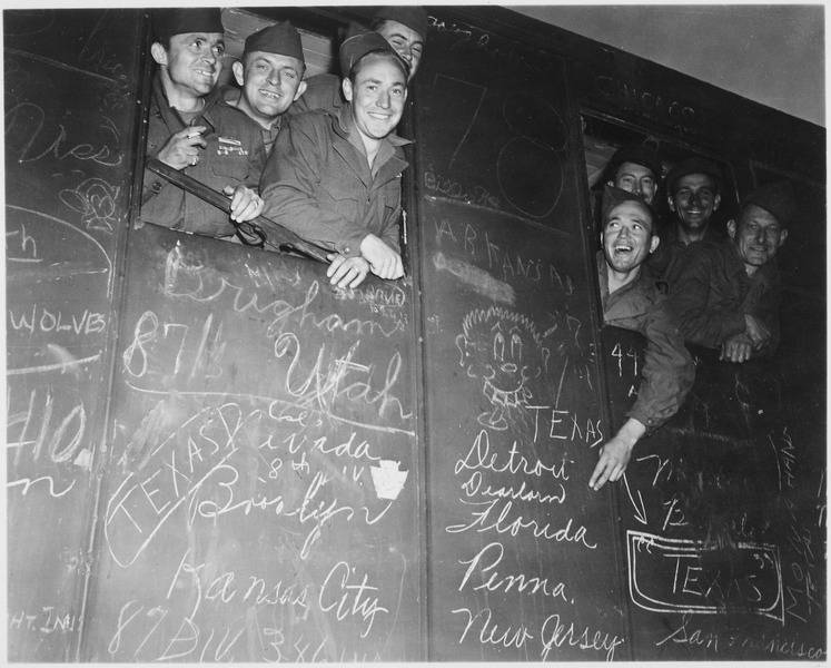File:Happy veterans head for harbor of Le Havre, France, the first to be sent home and discharged under the Army's new... - NARA - 531298.tif