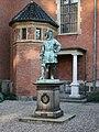 Holmens Kirke Copenhagen statue.jpg