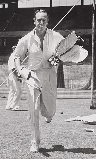 Ian Johnson (cricketer) - Image: Ian Johnson c 1946b