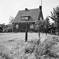 Ingo Kühls Geburtshaus, ehemaliger Polizeiposten an der Bundesstraße 202 in Bovenau, Schleswig-Holstein, 1957.jpg