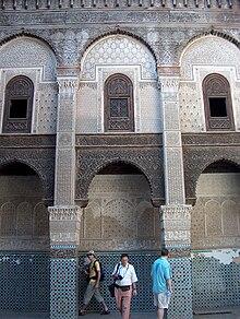 220px-Interior_Mosque_Fes.JPG