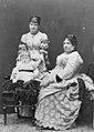 Isabella II. mit familie.jpg