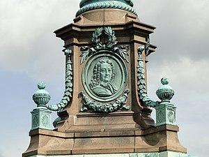 Ivar Huitfeldt Column relief - DSC07207.JPG
