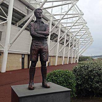 Ivor Allchurch - Statue of Allchurch outside the Liberty Stadium, Swansea.