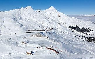 Kleine Scheidegg, darüber Lauberhorn (links) und Tschuggen