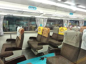 JRH-Kiha183-4 inside Animal-seat.jpg