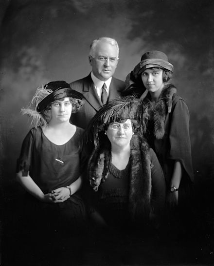 Couzens with his wife and daughters James Couzens and family hec.20118.jpg