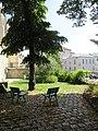 Jardinet de l'église Saint-Germain de Charonne.jpg