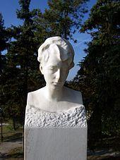 Marmorbüste Gertrud Hartmann, vw. Klinger, Klinger-Grabmal Großjena (1932) (Quelle: Wikimedia)