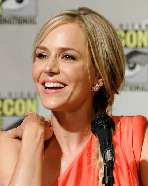 File:Julie Benz Comic-Con 2012.jpg