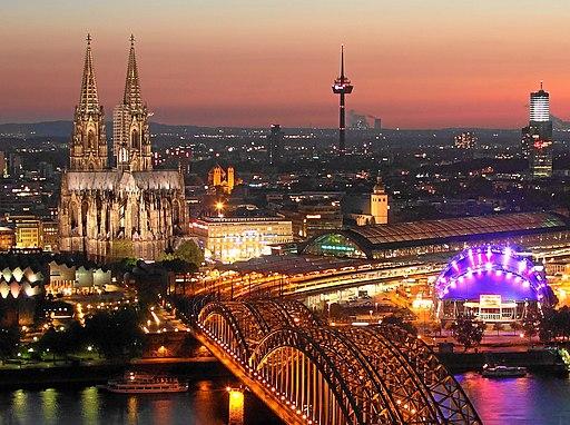 Kölnpanorama bei Abenddämmerung (2)