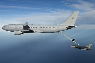 Aerial refuelling tanker aircraft