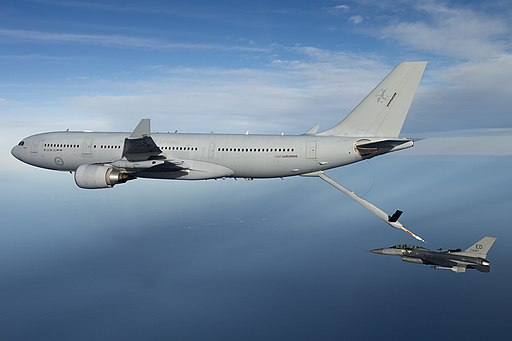 KC-30 A39-002 refuelling an USAF F-16 in 2015