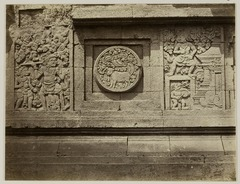 KITLV 28308 - Isidore van Kinsbergen - Relief with part of the Ramayana epic in front of Panataran, Kediri - 1867-02-1867-06.tif