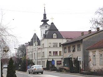 Šajkaška - Image: Kać, Main street and the Orthodox Church