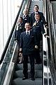 Kapitän, Copilotin, Purser und zwei Flugbegleiterinnen (6918668834).jpg