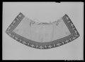 Kappkrage av silverduk, sammet, guld och silverbroderi - Livrustkammaren - 78911.tif