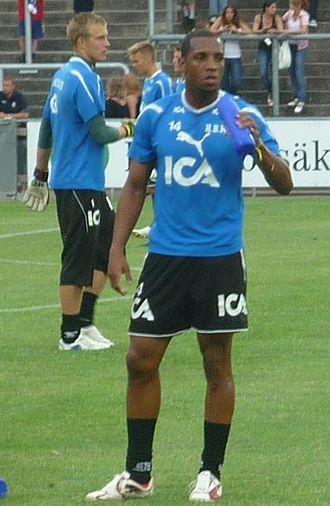 Anselmo (footballer, born 1980) - Anselmo (front) in 2010
