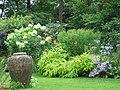 Kasteel De Wiersse tuin met vaas.jpg
