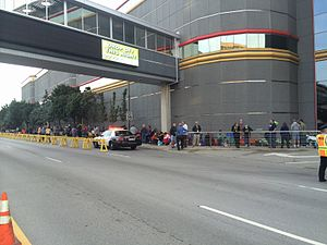 Kennedy half dollar - People line up to buy the new gold Kennedy half dollar, August 2014